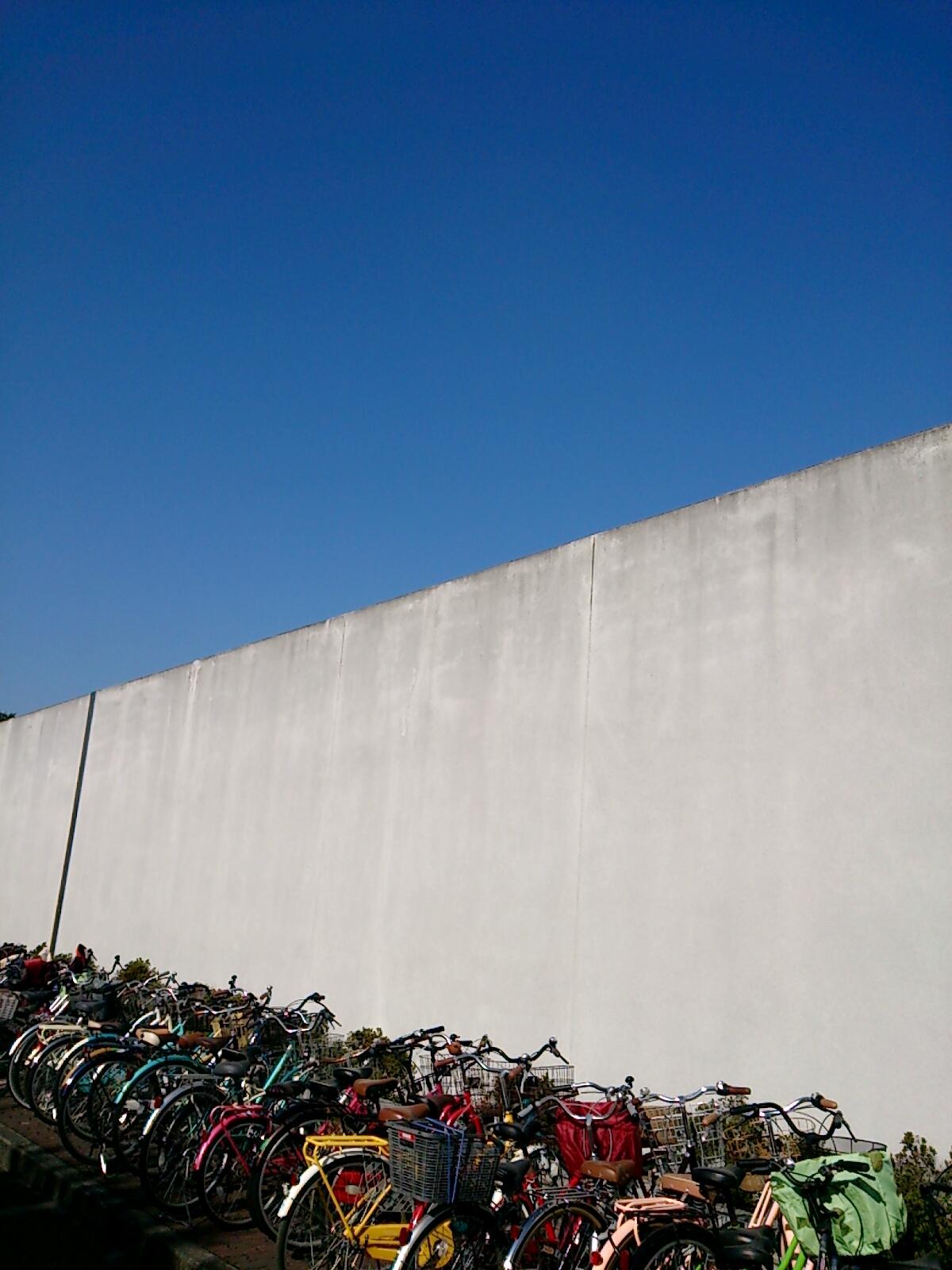 大阪刑務所そびえ立つ壁