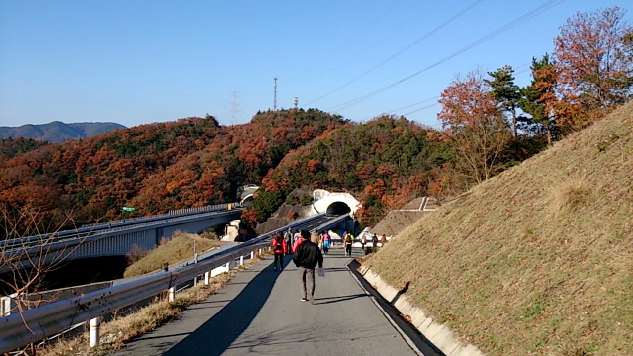 新名神高速道路向かう通路4