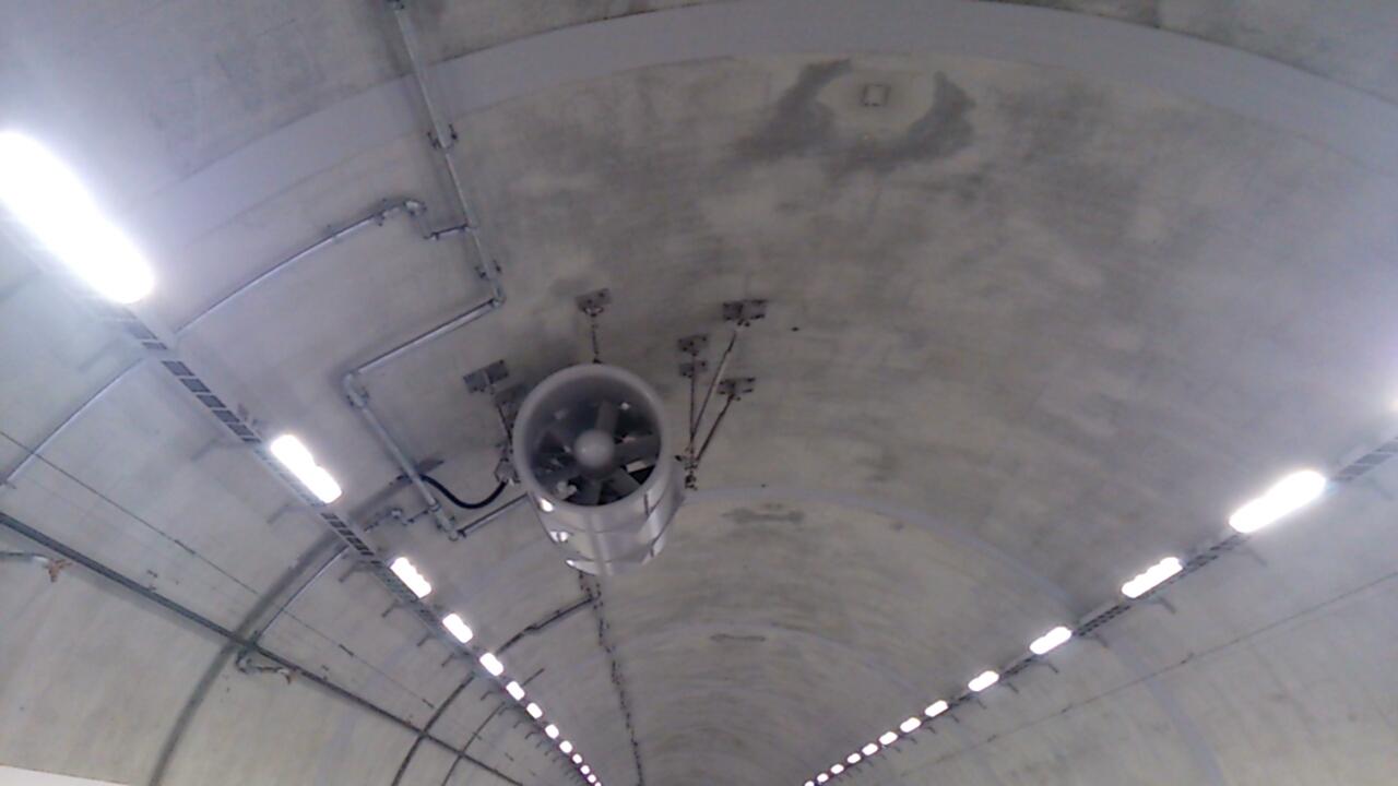 止々呂美トンネル内の天井
