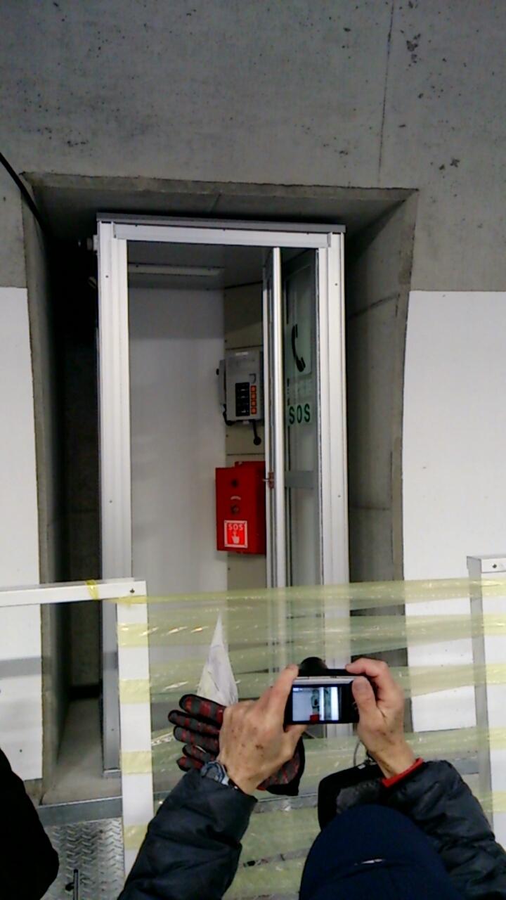 止々呂美トンネル内の非常電話