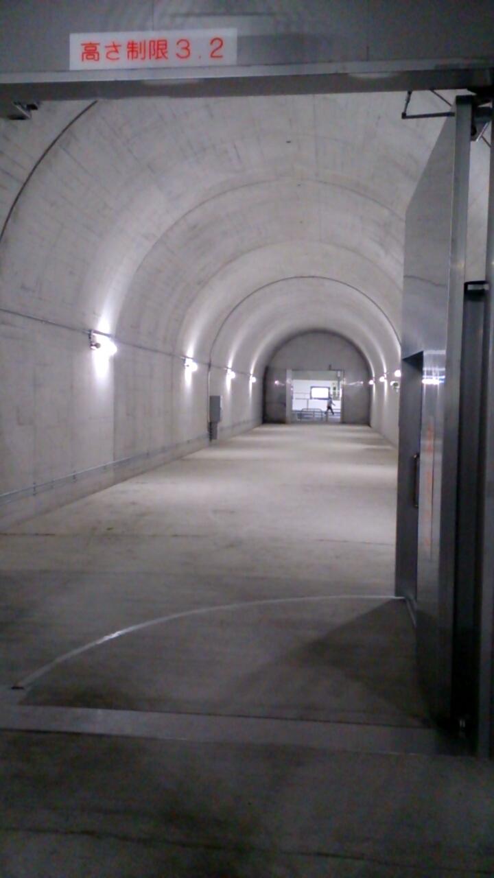 止々呂美トンネル内の非常口