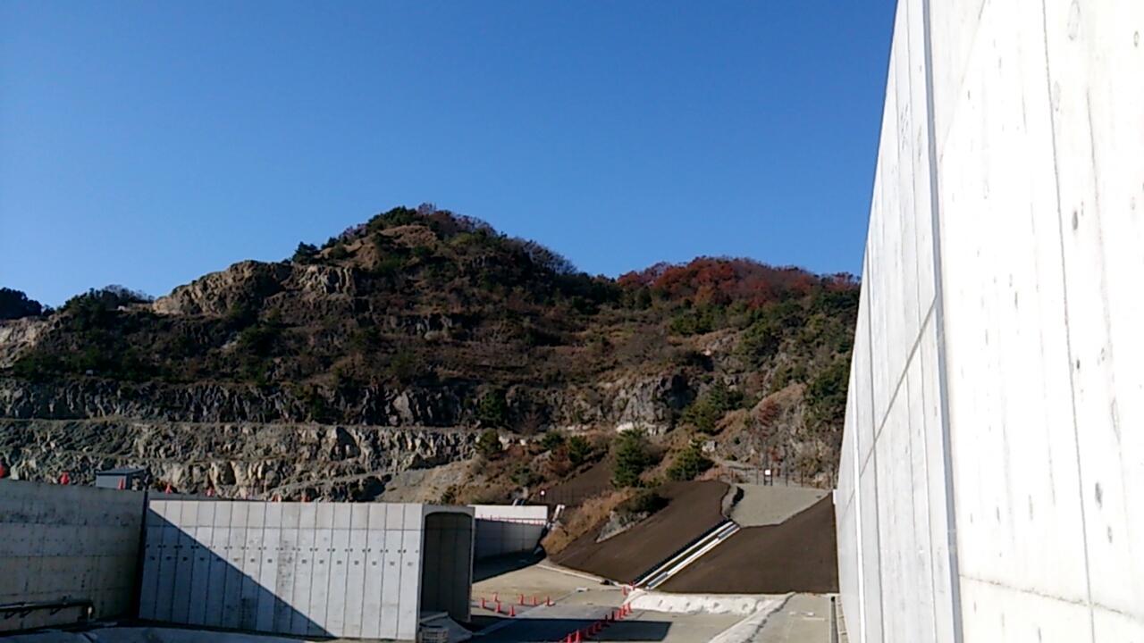 止々呂美トンネル出口直後の追越車線側の風景3