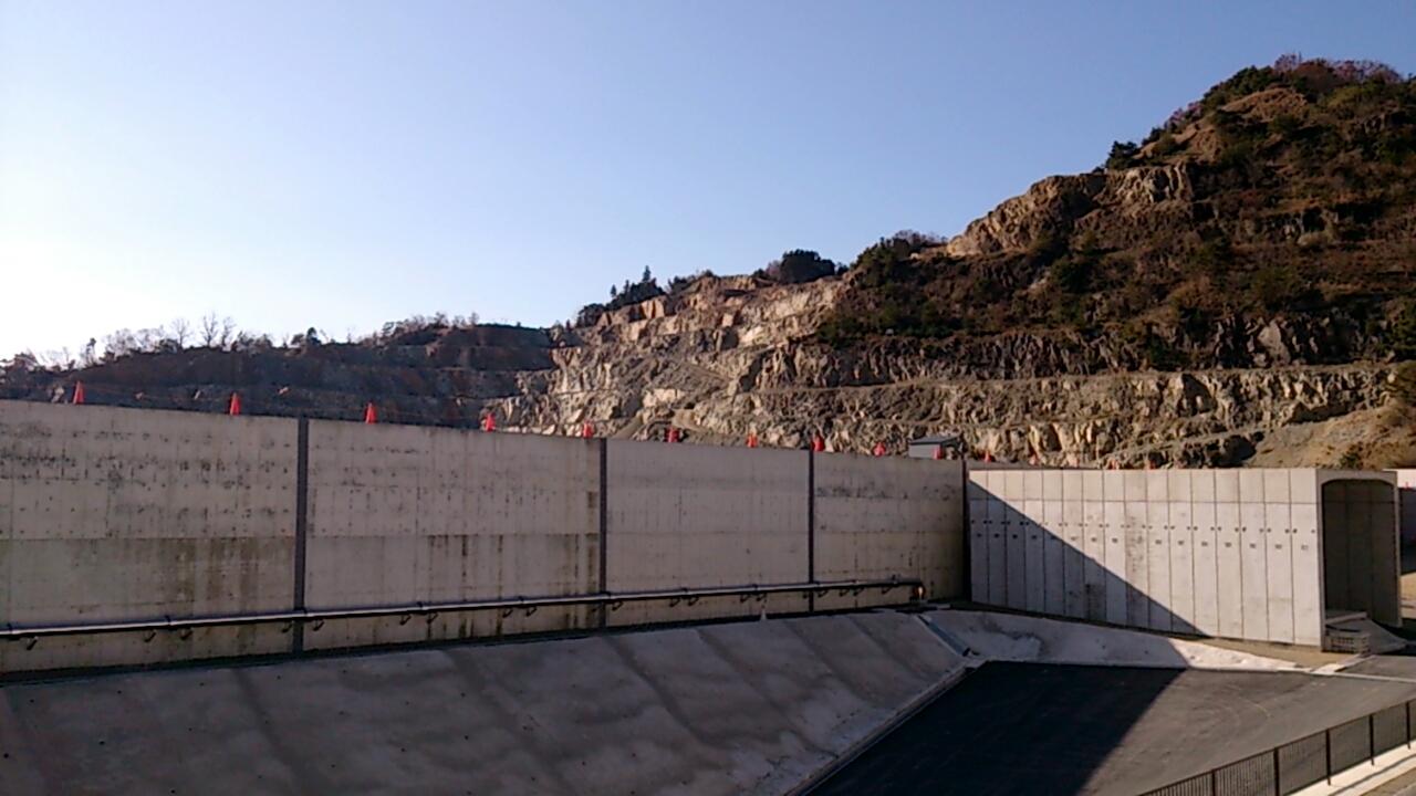 止々呂美トンネル出口直後の追越車線側の風景4
