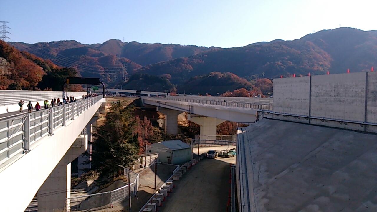 止々呂美トンネル出口直後の追越車線側の風景5
