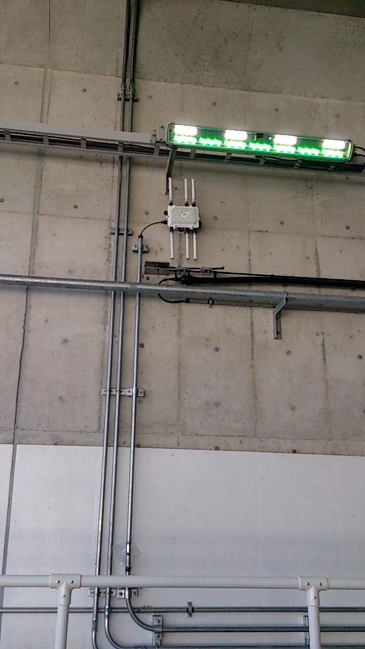 止々呂美トンネル内のLED証明(ペースメーカー)と謎の無線アンテナ
