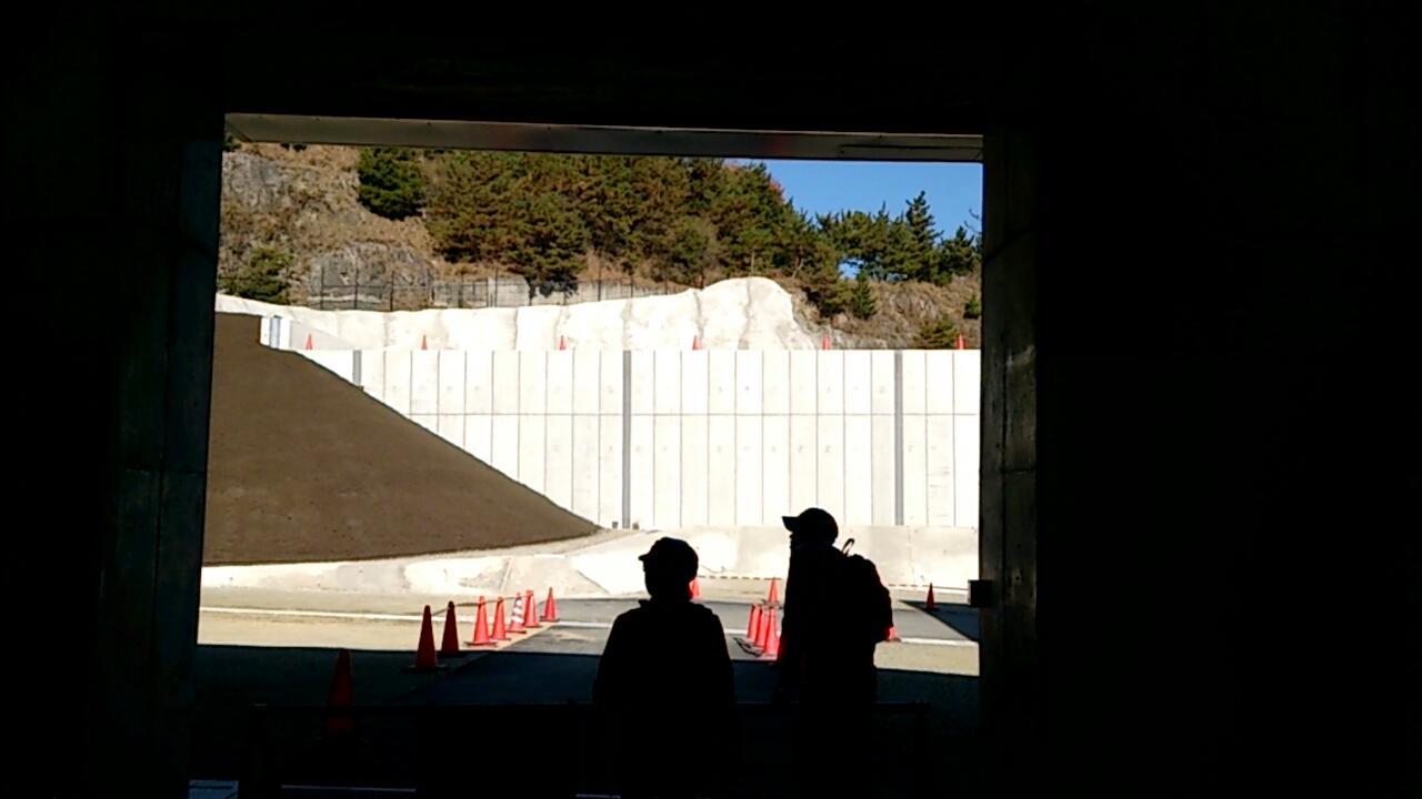 止々呂美トンネル内の謎の空洞1