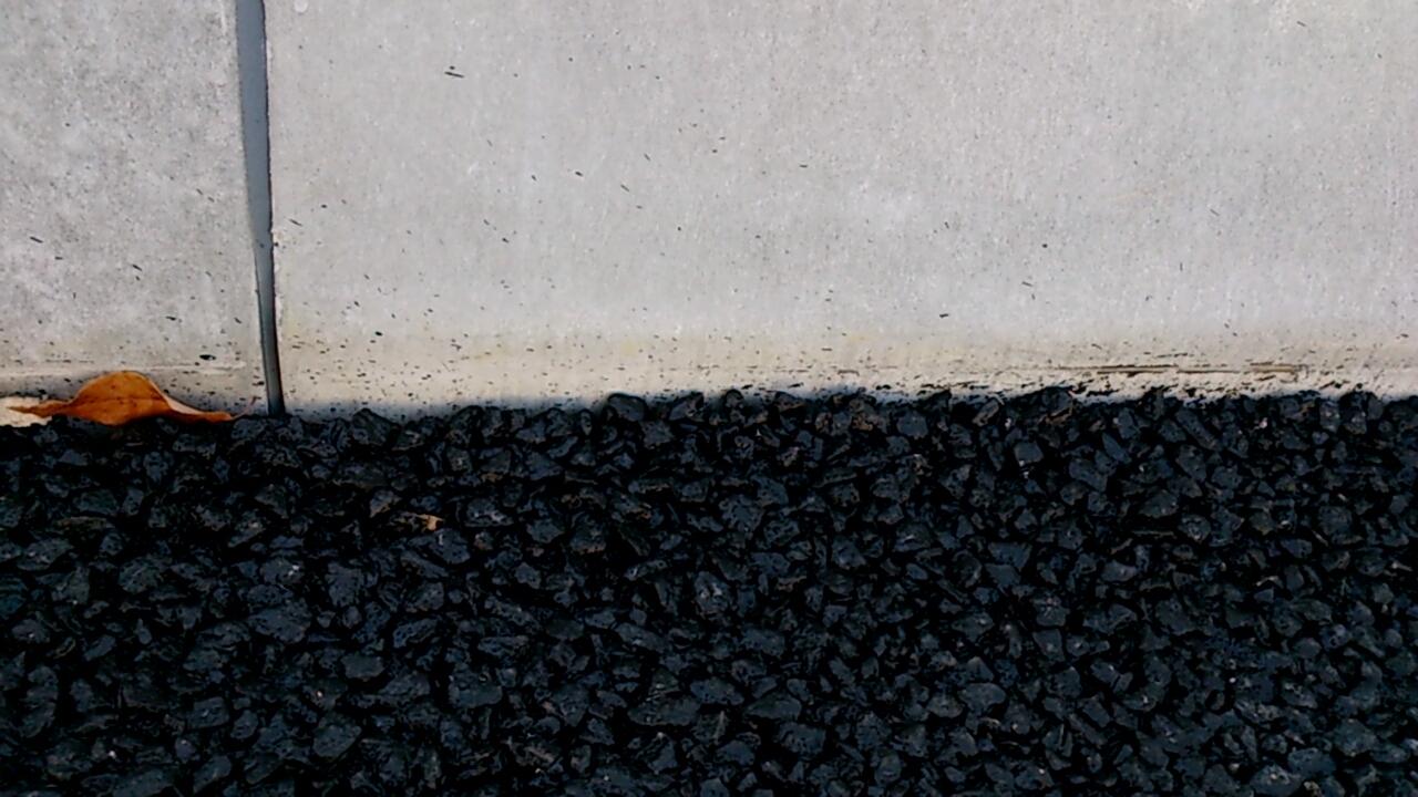 新名神高速道路のアスファルト