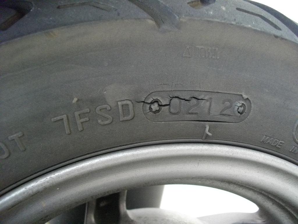 LEAD110EX リアタイヤサイド1