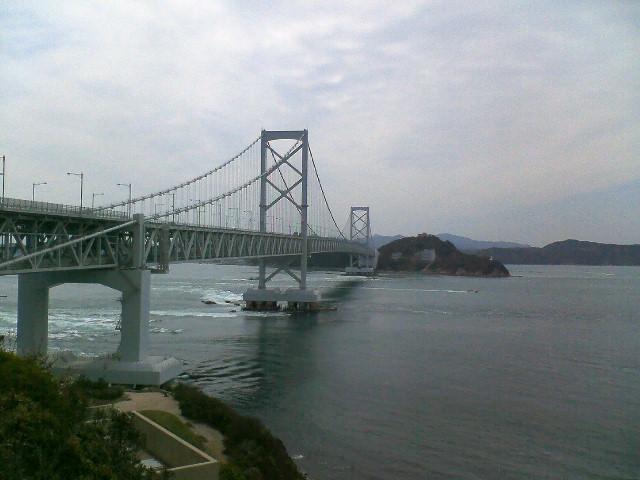 南淡路から望む鳴門大橋
